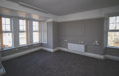 Rooms to rent -large airy upstairs room